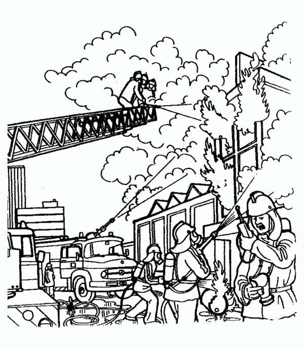 Тушение пожара, пожарные, люди, огонь, дым Раскраски для детей мальчиков