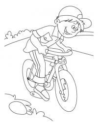 Катание на велосипеде, мальчик в бейсболке Раскраски для детей мальчиков